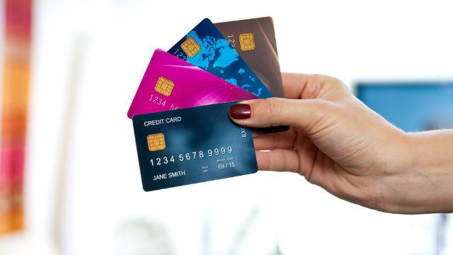 Mọi chi phí ở nước Mỹ đều trả bằng thẻ tín dụng