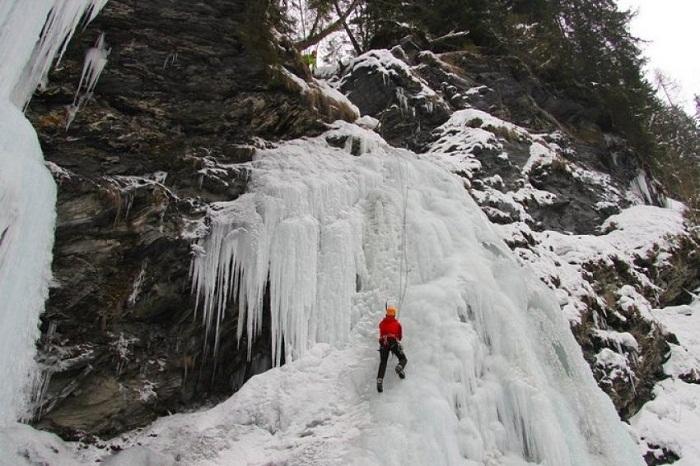 Leo núi vào mùa đông ở nước Mỹ