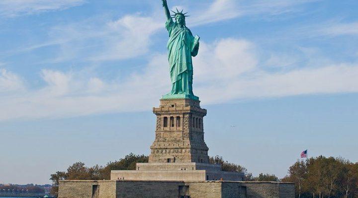 Tượng nữ thần tự do trên đảo Liberty tại cảng New York, Mỹ